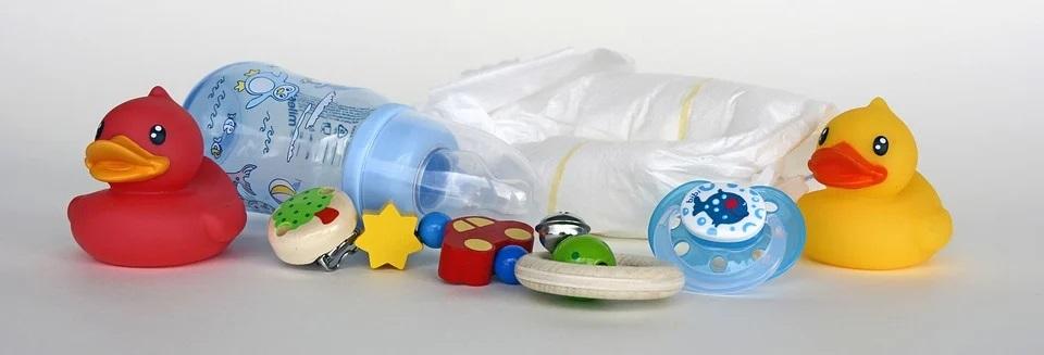 Les différents accessoires pour préparer le biberon de votre bébé